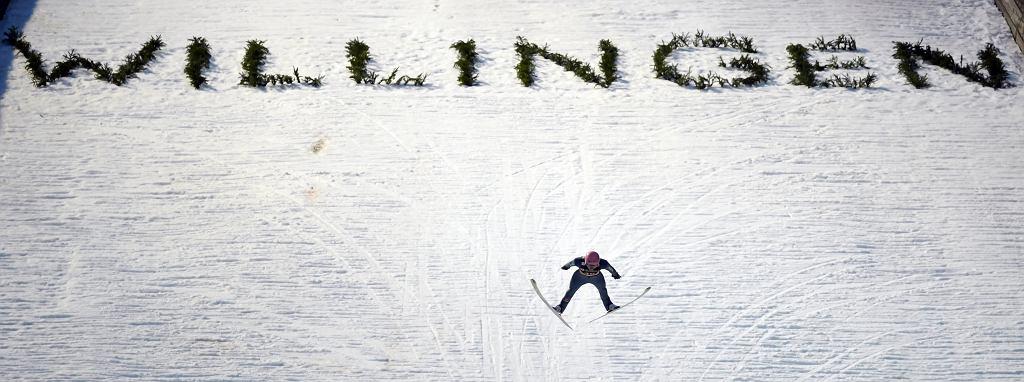 Fantastyczny, ponad 150-metrowy skok w drugiej serii dał Karlowi Geigerowi drugie zwycięstwo w karierze. Willingen, Niemcy, 16 lutego 2019