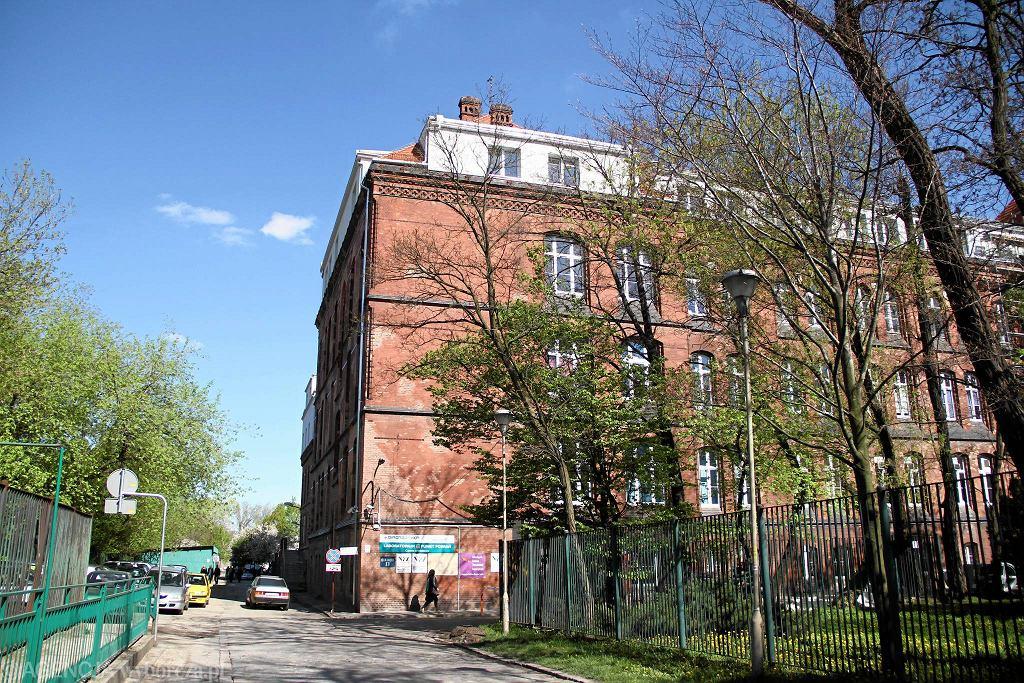 Trudna sytuacja szpitala we Wrocławiu. 41 przypadków koronawirusa. Zakażonych jest wielu pracowników