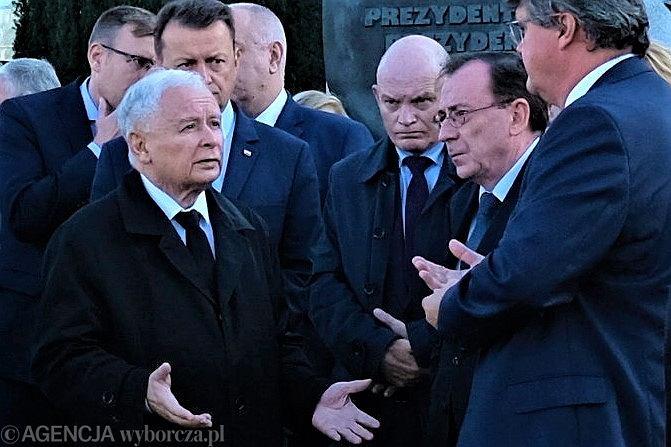 Jarosław Kaczyński i PiS. Jak się 'ratują' posłowie PiS przyłapani na kłamstwie