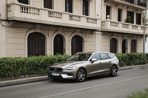 Nowe Volvo V60  - klasyczne kombi dla miłośników marki.  Linia nadwozia oraz piękne wnętrze zjednają mu również estetów