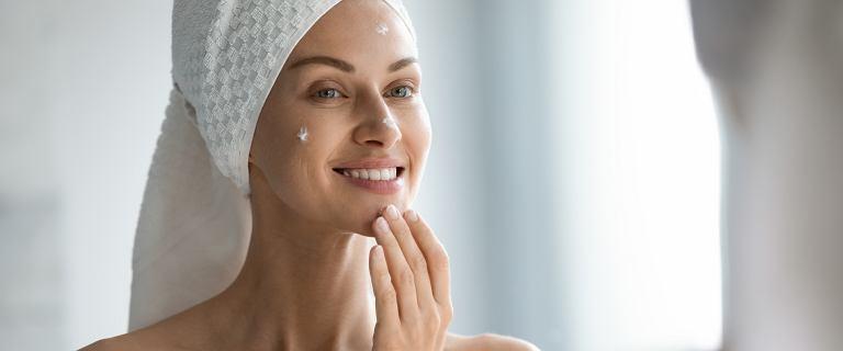 Krem z peptydami, które hamują proces starzenia skóry i ją regenerują