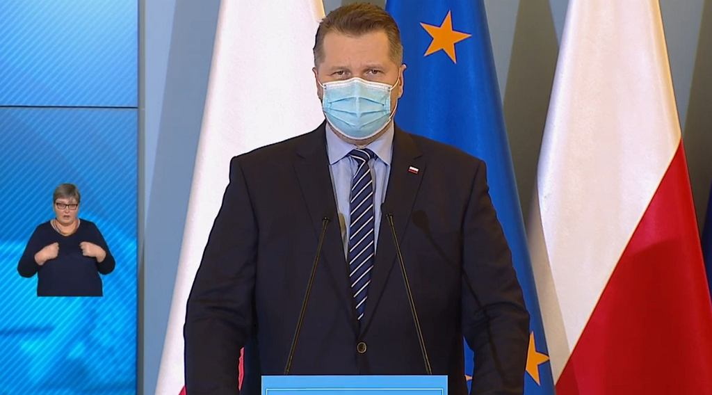 Minister Przemysław Czarnek podczas konferencji prasowej na temat powrotu dzieci klas I - III do szkoły.