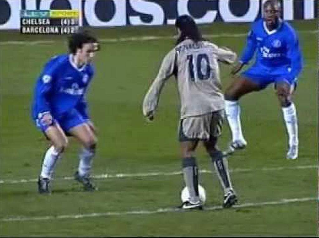 Ronaldinho w meczu z Chelsea