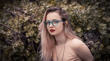 Jak się malować, kiedy nosisz okulary?