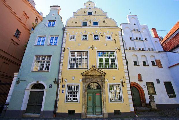 Łotwa Ryga - Stare Miasto w Rydze / Kamienica Trzej Bracia / shutterstock