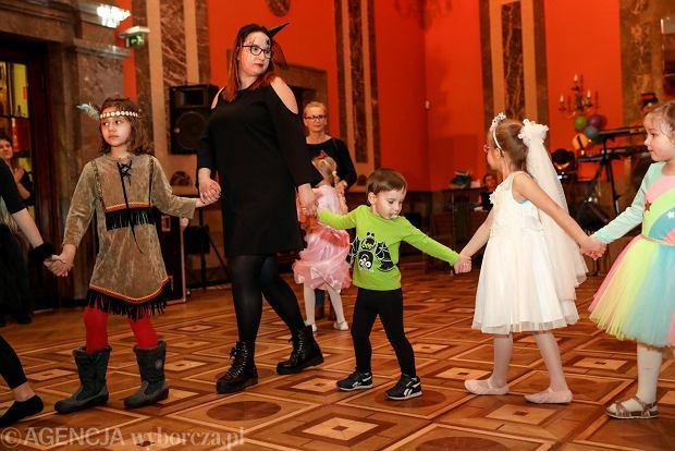 Zdjęcie numer 39 w galerii - Na dworze Królewny Śnieżki, czyli bal karnawałowy najmłodszych [ZDJĘCIA]