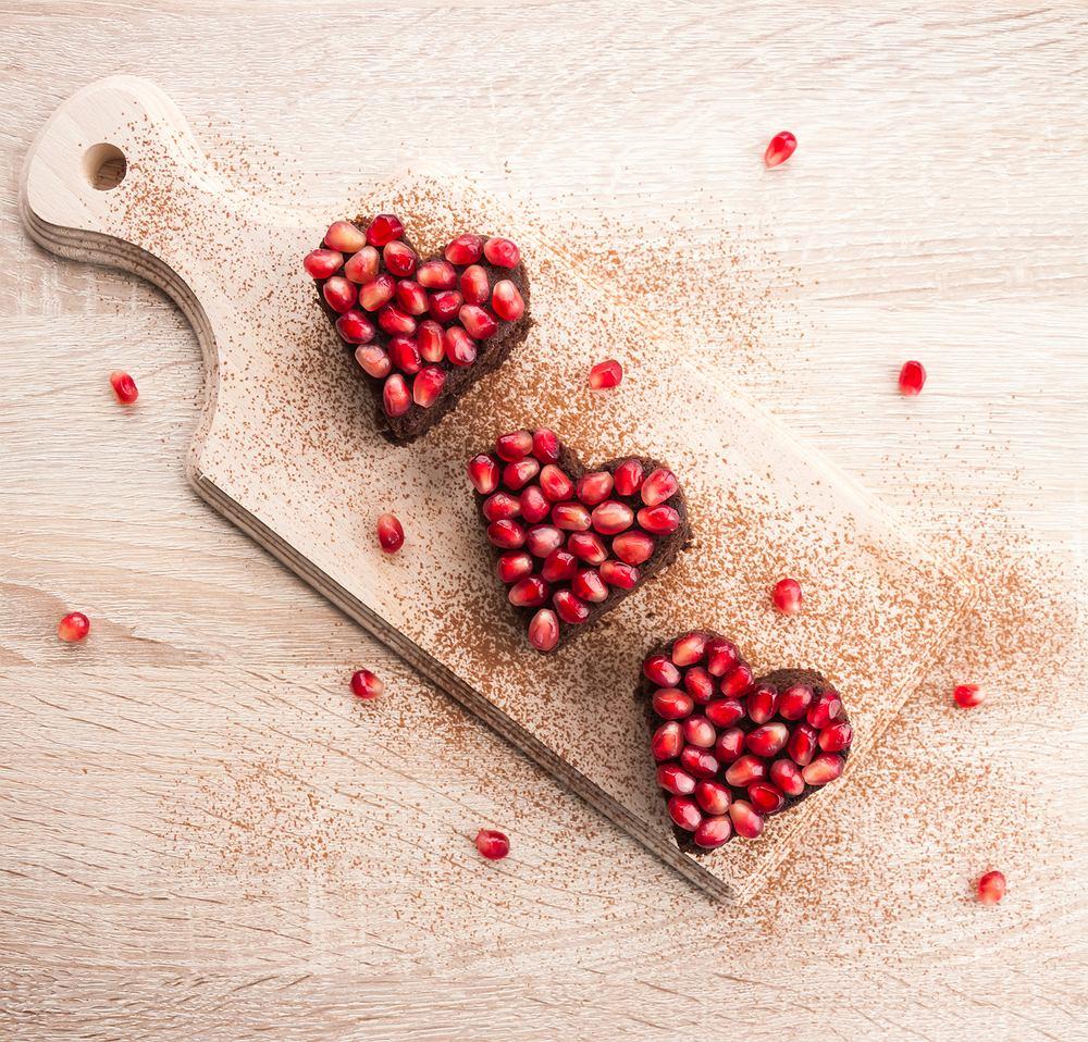 Deser w kształcie serca na walentynki. Zdjęcie ilustracyjne