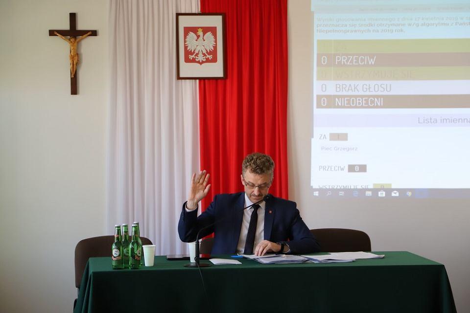 Końskie, 17 kwietnia 2019. Jednoosobowa sesja rady powiatu koneckiego. Grzegorz Piec