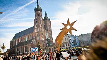 Kolędy to nieodłączny element świąt Bożego Narodzenia. Jakie są najpopularniejsze wśród polskich internautów?
