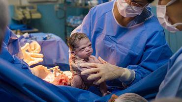 Dziecko ze wściekłym wyrazem twarzy