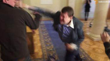 Starcie posłów w ukraińskim parlamencie