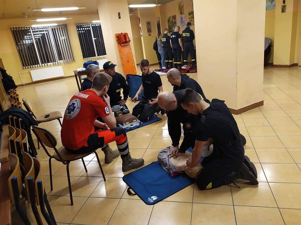 Zdjęcie numer 1 w galerii - Koronawirus w Bydgoszczy. Strażacy zastąpili ratowników medycznych w karetkach