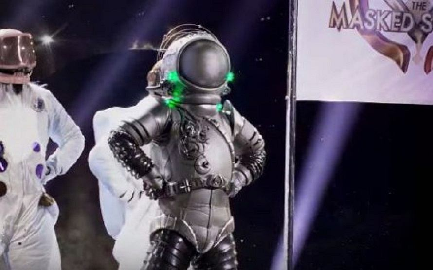 Astronaut Performs 'Never Gonna Give You Up' By Rick Astley | Season 3 Ep. 10 | THE MASKED SINGER