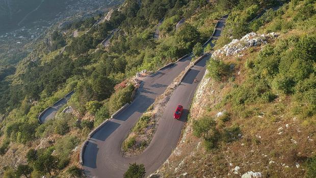 Kręte drogi Czarnogóry.