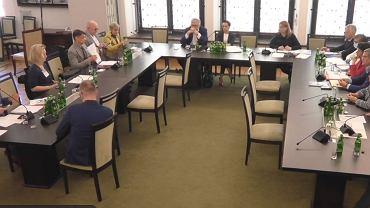 Posiedzenie senackiej komisji ws. sytuacji w Trjce