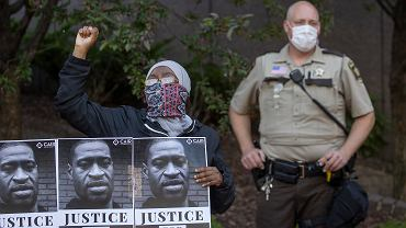 46-letni George Floyd został uduszony podczas interwencji policjanta.