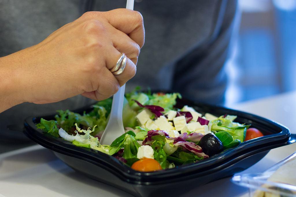 Czy zdrowsze dania i desery w restauracjach fast food naprawdę są takie zdrowe? Pytamy dietetyka