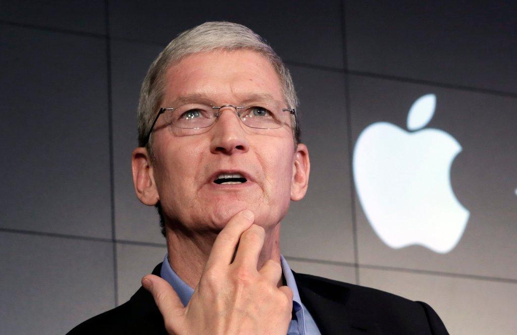 SZEF APPLE'A TIM COOK: Rząd chce, żebyśmy zniweczyli wiele lat naszych starań, by zapewnić prywatność użytkownikom naszych telefonów