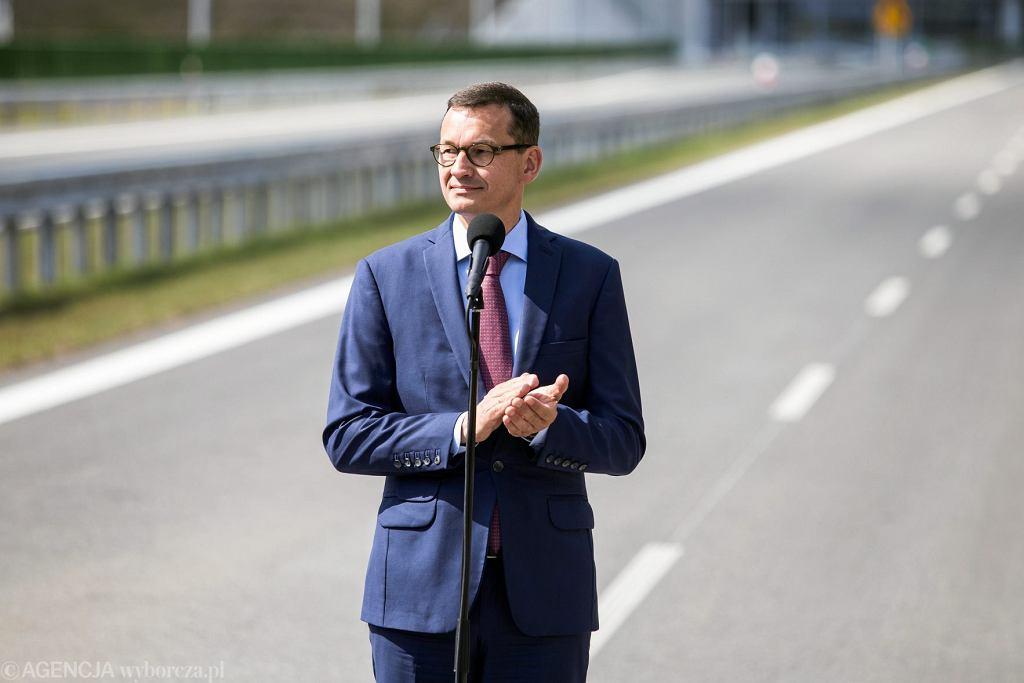 Premier Mateusz Morawiecki podczas otwarcia obwodnicy Puław wchodzącej w skład drogi ekspresowej S12, 21 sierpnia 2018.