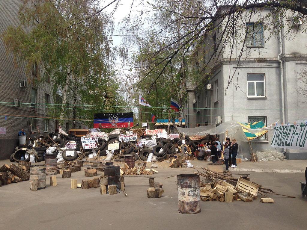 Konflikt we wschodniej Ukrainie sprawił, że liczba Ukraińców osiedlających się w Polsce w ostatnich latach znacznie wzrosła. Na zdjęciu barykady w Słowiańsku (fot. Aleksandr Sirota / Wikimedia.org / CC BY-SA 3.0)