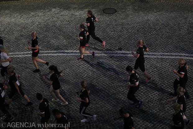 Zdjęcie numer 19 w galerii - Rekord frekwencji na Biegu Powstania Warszawskiego. Prawie 11,5 tysięcy biegaczy przebiegło ulicami Warszawy [ZDJĘCIA]