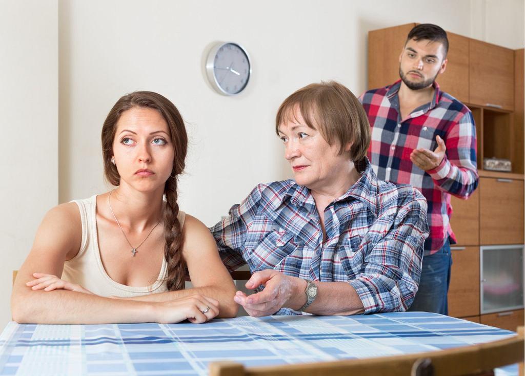Na złość przyszłej synowej chce zepsuć jej ślub.