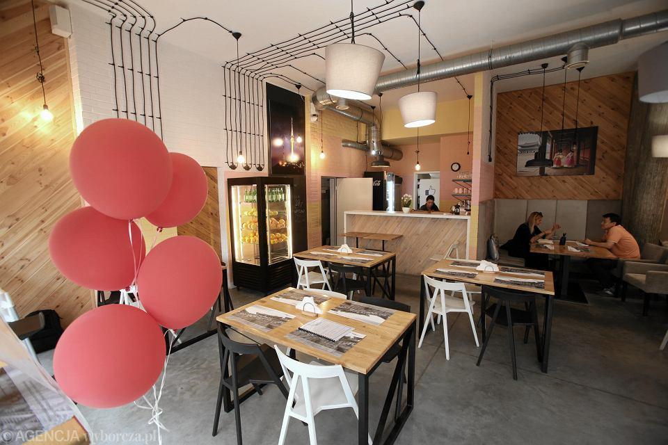 Trwa Oblężenie Po Otwarciu Koreańska Kuchnia W ładnym