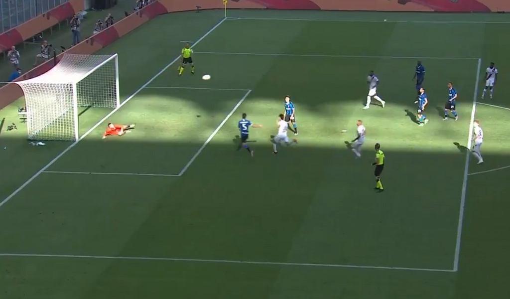 Kapitalna interwencja Skorupskiego w meczu Inter - Bologna