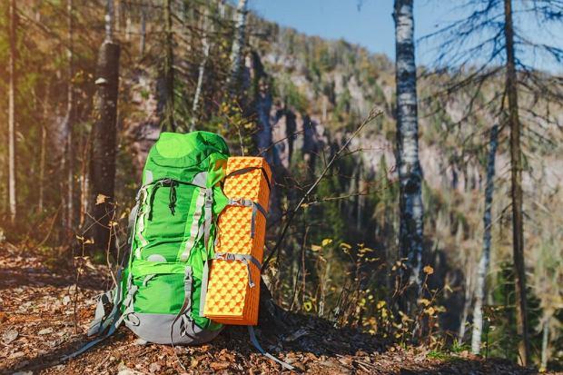 Sprzęt turystyczny - jakie urządzenia AGD zabrać na wyjazd?