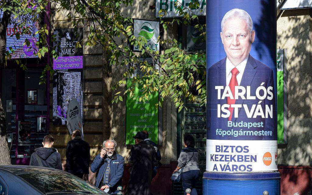 Plakaty wyborcze w Budapeszcie.