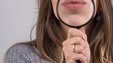 Serum powiększające usta często w swoim składzie ma naturalne substancje o działaniu lekko drażniącym. Zdjęcie ilustracyjne
