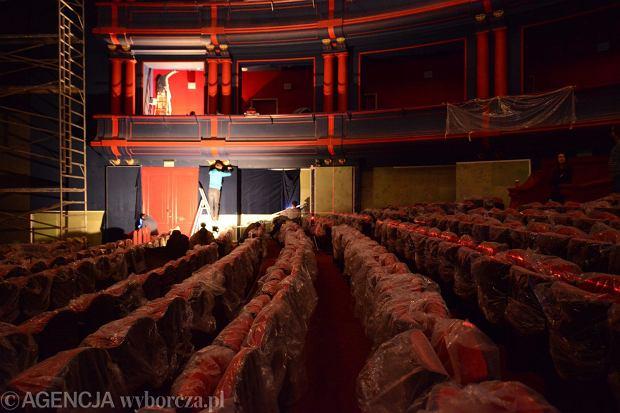 Widownia Teatru Muzycznego Roma w trakcie remontu w grudniu 2014 roku