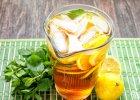 Ziołowa herbata mrożona. Zapobiega zatrzymywaniu wody w organizmie! [PRZEPIS]
