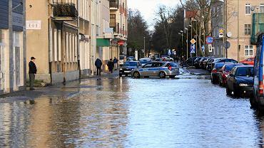 Zalana ulica Chrobrego w Świnoujściu