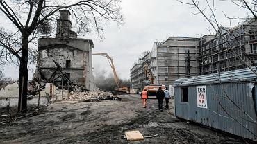 Stary młyn na Nadolniku w Poznaniu podczas wyburzania. W jego miejscu powstaną nowe mieszkania