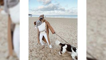 Kasia Tusk z dzieckiem na plaży