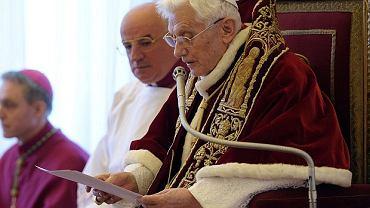 Benedykt XVI podczas ogłoszenia swojej decyzji o abdykacji