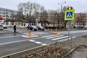 Od 1 stycznia 2021 roku pieszy będzie miał pierwszeństwo przed samochodem jeszcze przed pasami? Projekt ustawy trafił do prac w komisji [AKTUALIZACJA]
