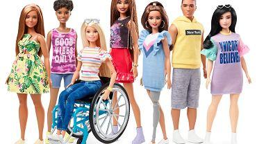 Lalka Barbie na wózku inwalidzkim i z protezą nogi