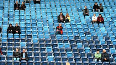 Cudu nie było - nie udało się zapełnić Areny Lublin, gdzie w niedzielny wieczór wystąpiły zespoły Biohazard oraz The Boomtown Rats z charyzmatycznym Bobem Geldofem na wokalu. Przez kilka godzin na stadionie bawiło się zaledwie ok. trzech tysięcy osób. Zapewne nie żałowali tej decyzji, bo zarówno Amerykanie, jak i Irlandczycy - mimo niskiej frekwencji - zagrali koncerty na najwyższym poziomie. Pierwszy na scenie pojawił się Biohazard. - Jak się macie? Dobrze znowu wrócić do Polski. Zróbcie hałas - to tylko kilka z wielu polskich słów, które wykrzykiwał ze sceny po polsku Billy Graziadei, wokalista zespołu. Krzyczeli też fani, zachwyceni potężnym, szybkim i bezkompromisowym hardcorem. Bisów nie było, ale tego wieczoru na publiczność czekał jeszcze Bob Geldof. Co prawda od dłuższego czasu muzyk pozostaje bardziej celebrytą z muzyczną przeszłością niż artystą, który miałby coś jeszcze do przekazania, ale na scenie wciąż czuje się doskonale. Najwięcej radości sprawił publiczności - a jakże inaczej - utwór 'I Don't Like Mondays' czyli największy przebój grupy The Boomtown Rats. Zobaczcie, jak bawiła się publiczność i gwiazdy.