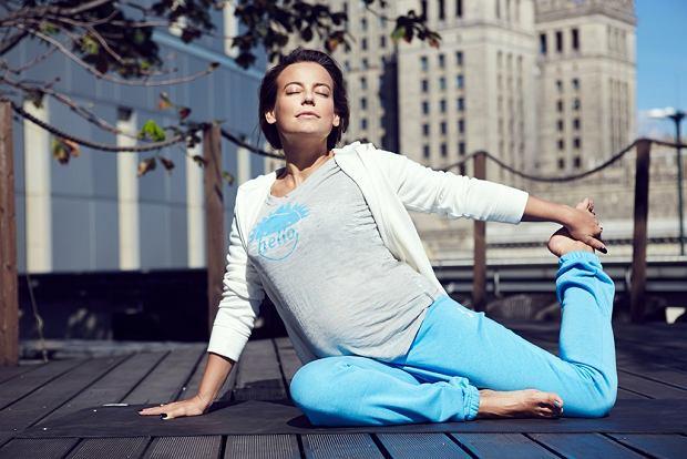 anna mucha ćwiczy jogę