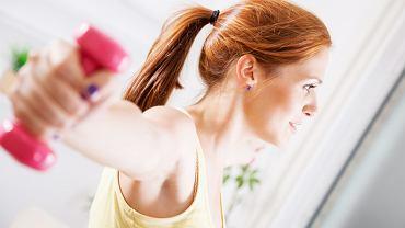 W trakcie cwiczeń z ciężarkami należy zachowywać właściwą postawę