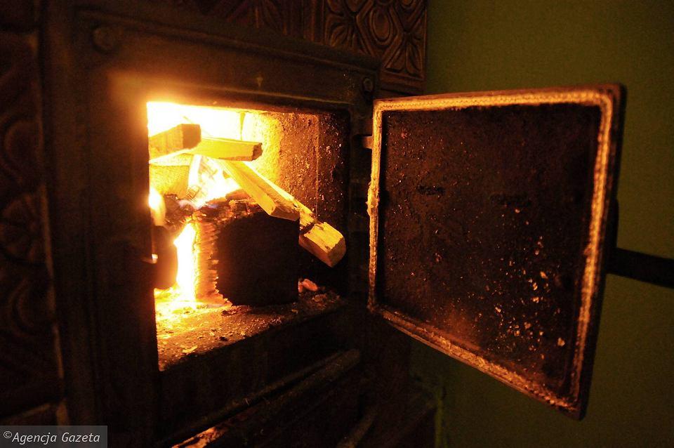 Stary piec węglowy (zdjęcie ilustracyjne)