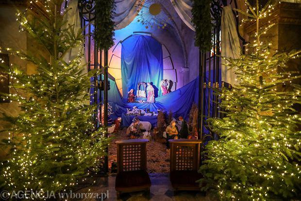 Zdjęcie numer 13 w galerii - Jezusek w skromnej stajence. Zobacz, jak wyglądają szopki w kieleckich kościołach [ZDJĘCIA]