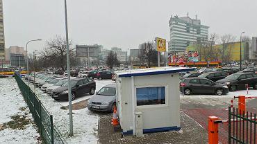 Plac pomiędzy ulicami Wolską, Towarową, Karolkową i al.Solidarności