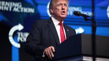 Trump podczas wiecu w Arizonie, poświęconego 'obronie amerykańskich wyborów', czyli udowodnieniu, że wybory prezydenckie w 2020 roku sfałszowano