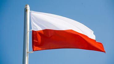 Rząd wycofał się z projektu dot. flag i masztów dla gmin