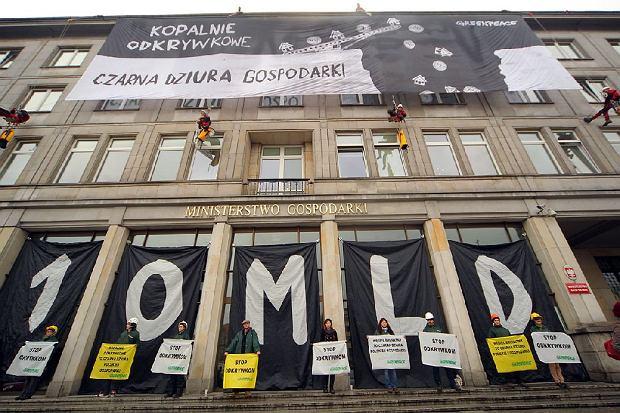 """""""Czarna dziura gospodarki"""". Alpiniści na ministerstwie"""