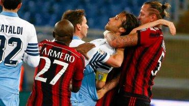 Serie A. Mecz Lazio - AC Milan zakończył się skandalem po tym, jak Mexes próbował dusić Mauriego
