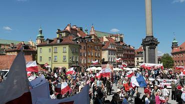 Manifestacja narodowców pod hasłem  'Odwagi Polsko'